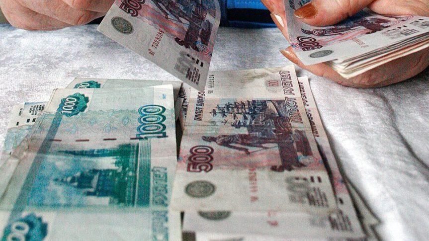считает деньги рубли