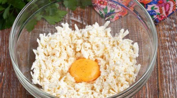 Рецепт простого и вкусного завтрака: Сырники по-новому + фото