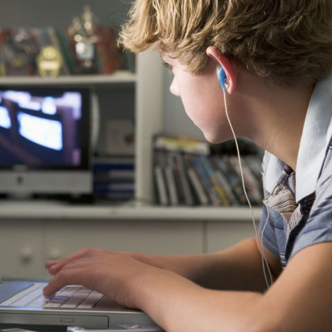 Сколько времени разрешать ребенку пользоваться компьютером и ТВ