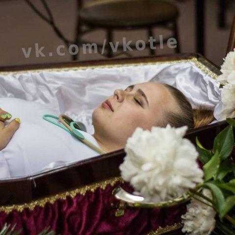 Жительница Кировской области отметила свой ДР, как похороны