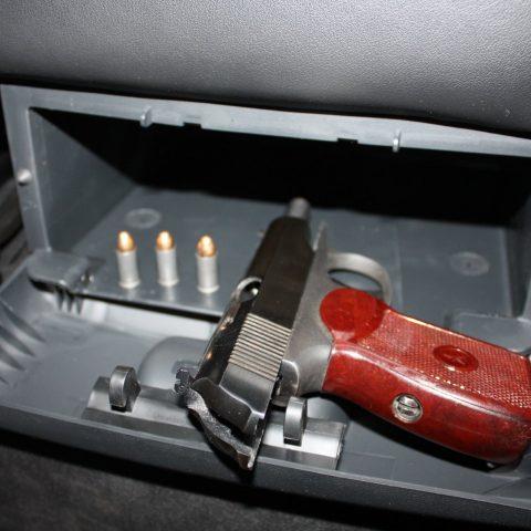 Какое оружие для самообороны разрешено возить в авто